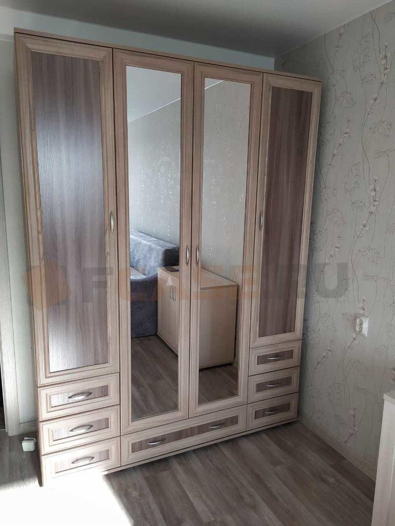 Четырёхстворчатый шкаф с зеркальными дверцами мод-157